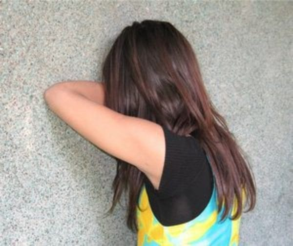 girl crying against the wall